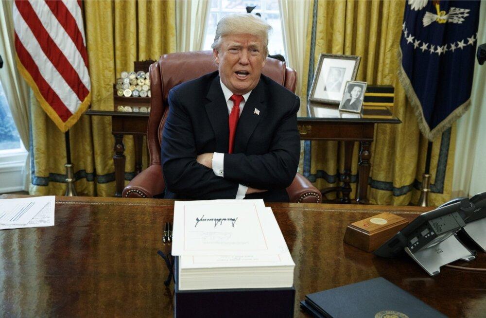 USA presidendi Donald Trumpi Valge Maja tegemiste kohta saab uuest raamatust põhjaliku ülevaate. Trump ja tema meeskond ajavad kõike tagasi.