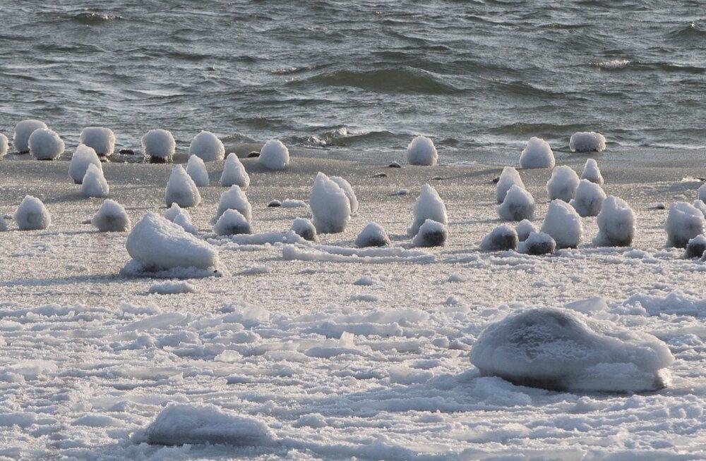 Meri jäätub