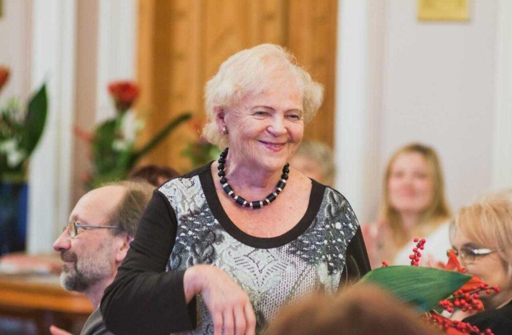 Riho Pätsi Koolimuusika Fond tunnustab igal aastal muusikahariduse edendajaid ning alati on kohal ka Leelo Kõlar. Pilt on tänavuselt tunnustamissündmuselt Eesti Teaduste Akadeemia saalis.