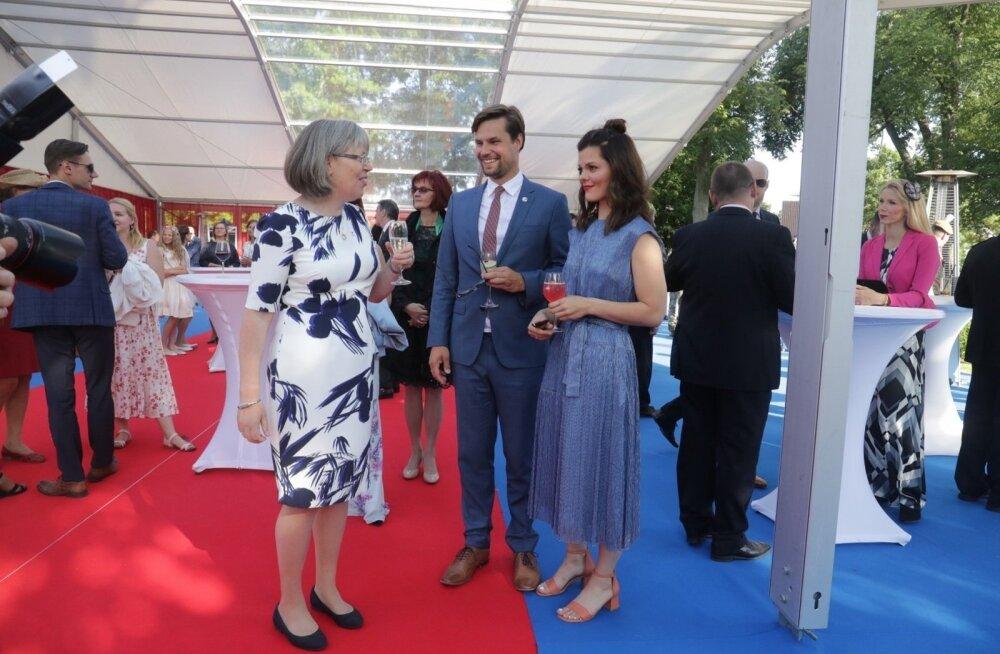 ФОТО: Да здравствует королева! В посольстве Великобритании в Таллинне отмечают день рождения Елизаветы II