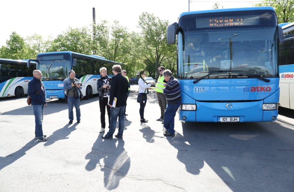 FOTOD: Bussijuhtide pikett Tallinnas kujunes tagasihoidlikuks, Narvas toodi plakatid välja
