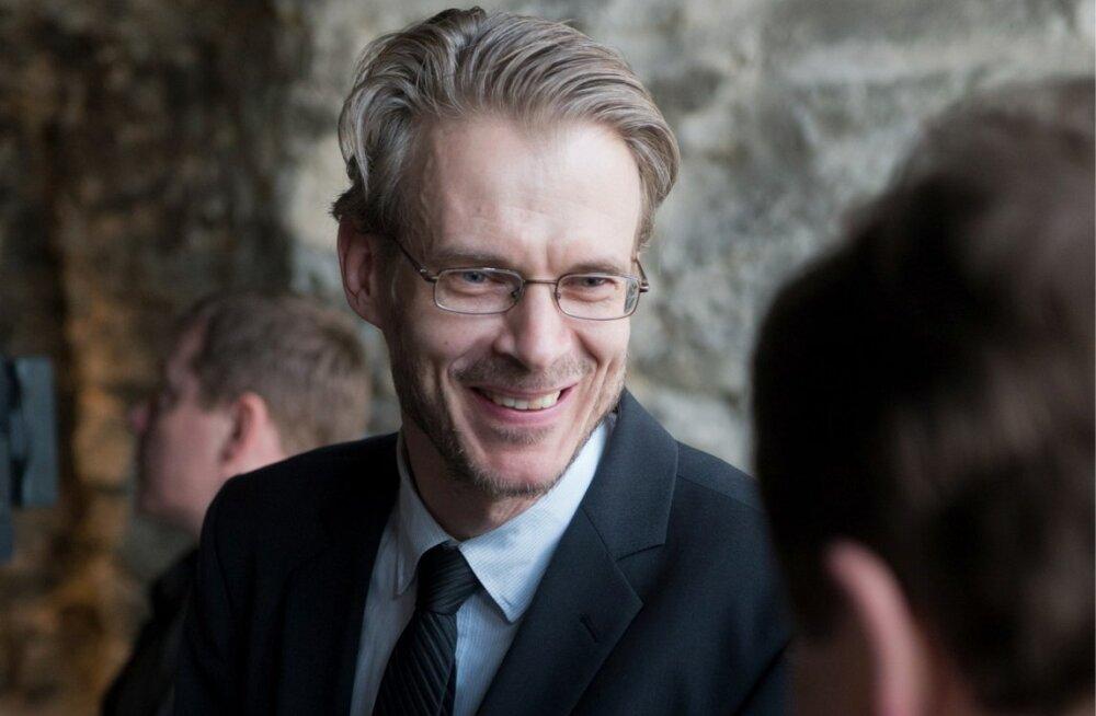 Linnamuuseumi juht Kalmer Ulm ei soovinud üle 3300 euro eest fotode soetamist oma alluvate ega ajakirjanikuga arutada.