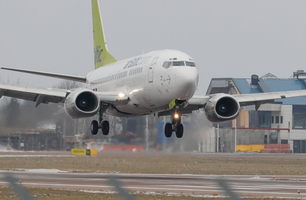 Lennukid maandumas külgtuules Tallinna