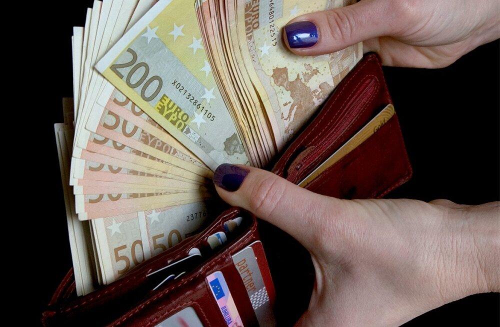 Keskmine brutopalk on 1082 eurot.