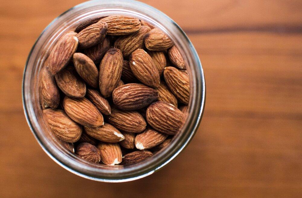 Mandlite söömine on kasulik nii sinu tervisele kui ka noorusliku välimuse säilitamisele