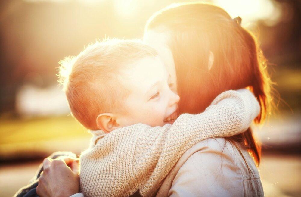 """Lihtne on armastada """"head last"""" ehk lapsevanemaks kasvamise teekond"""