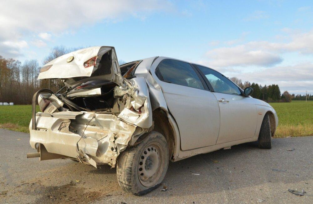 Viljandimaal juhtus kahe autoga avarii, üks inimene sai viga