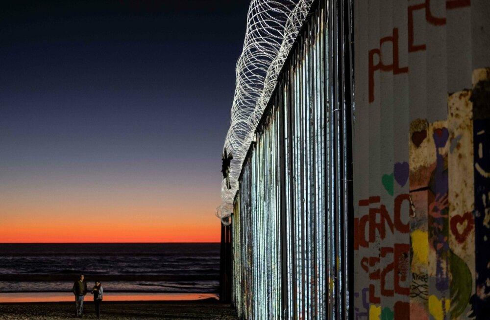 USA-Mehhiko praegune piiritara Playas de Tijuana rannas.