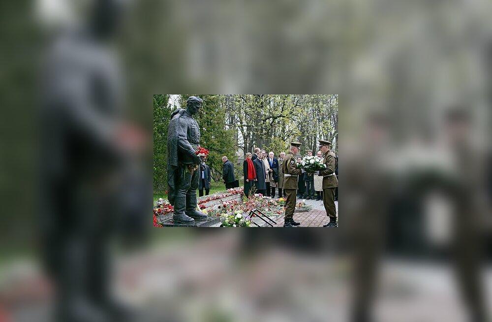 Andrus Ansipi lilled pronkssõdurile