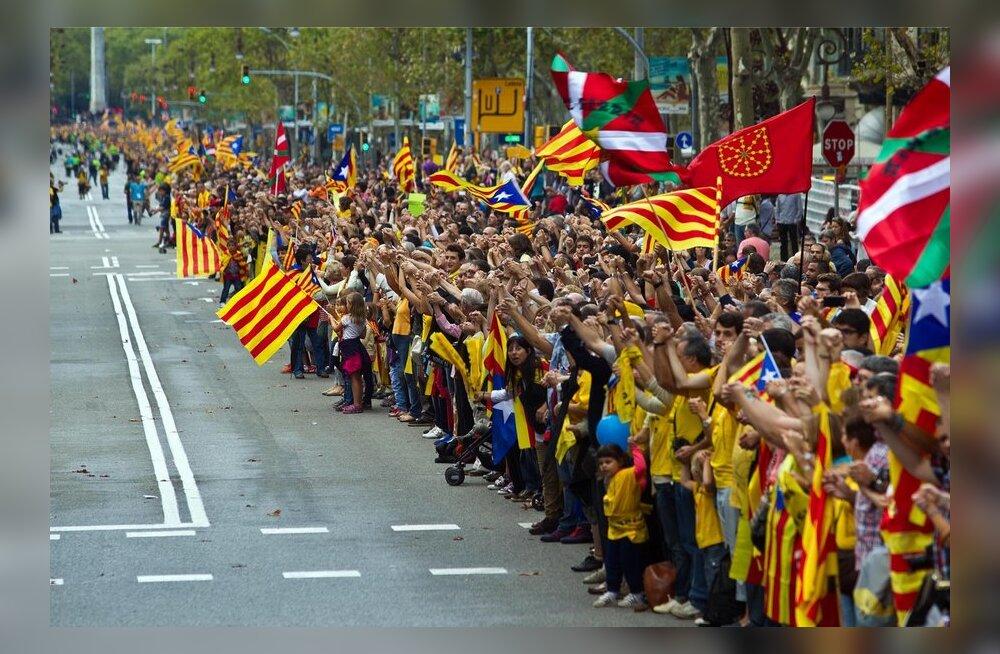 FOTOD ja VIDEO: Üle poole miljoni katalaani moodustas 400-kilomeetrise inimketi iseseisvuse toetuseks