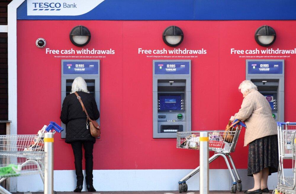 Küberpätid riisusid Briti jaekaupmehe panga klientidelt miljoneid