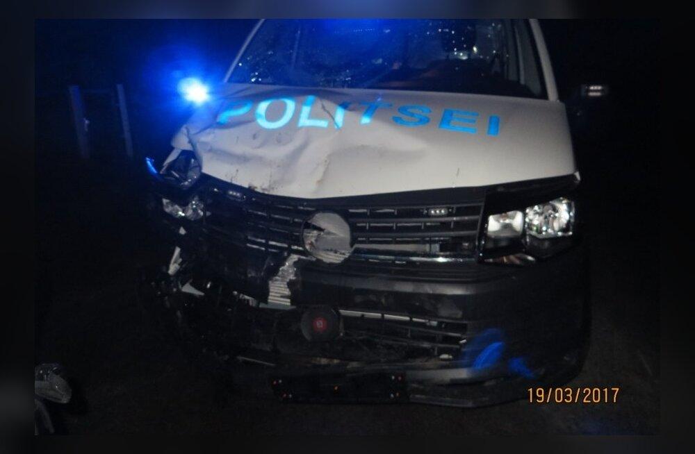 Politseibussi ja traktori kokkupõrge