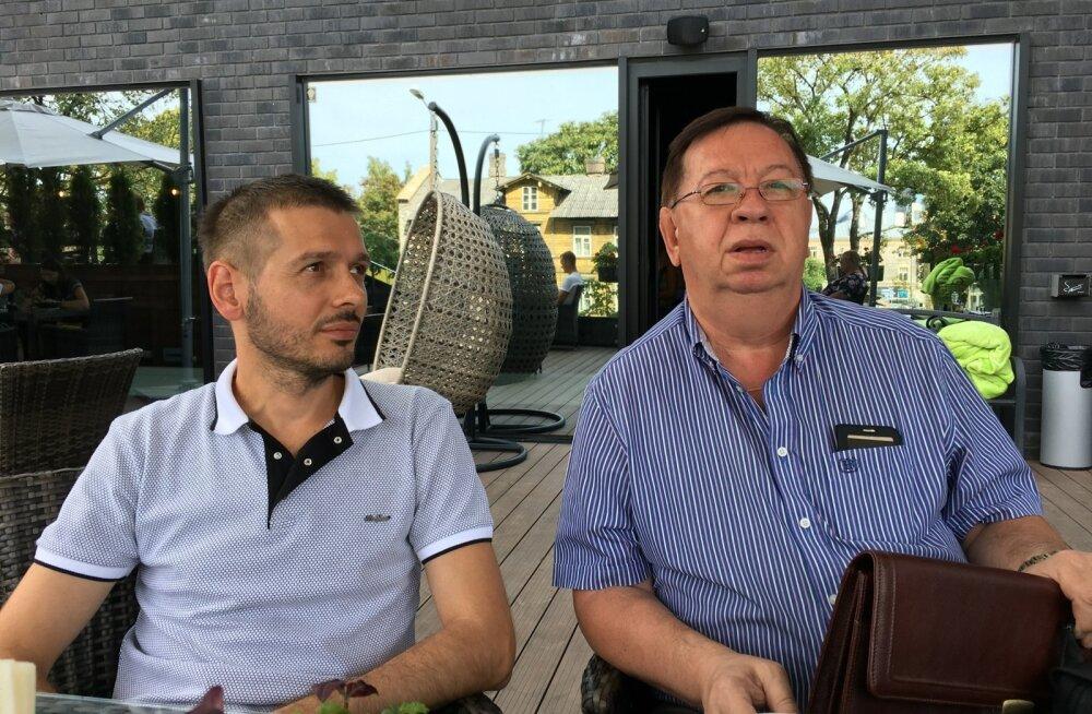Isa ja poeg Valentin (paremal) ja Aleksandr Štavbonko nõuavad, et Igor Pihela maksaks neile kuulunud krundi eest miljon eurot, nagu lubas.