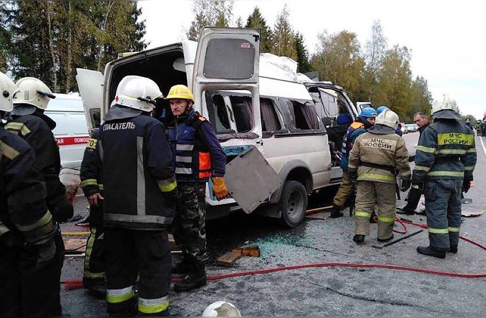 Под Тверью лоб в лоб столкнулись автобус и маршрутка, 13 погибших