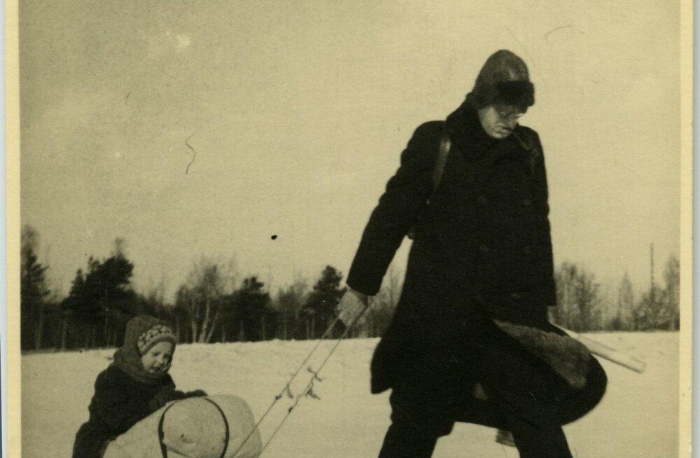 Saksa okupatsiooniaeg. Poeg isaga toiduvarumisreisil. Kiisa talust Valingu jaamani oli ca 3 km