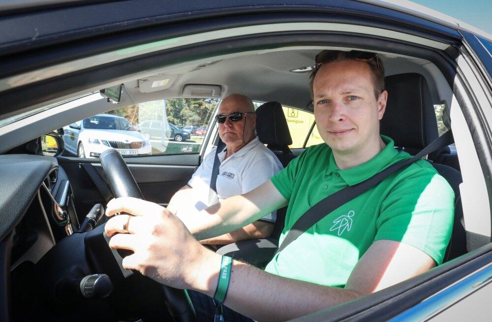 Sõiduõpetaja Aivo Härmaste ja Toivo Tänavsuu