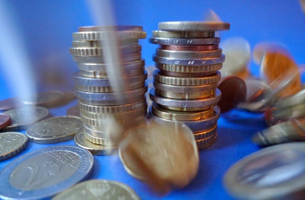 ГРАФИКИ: Так сколько же денег был отмыто через Эстонию?