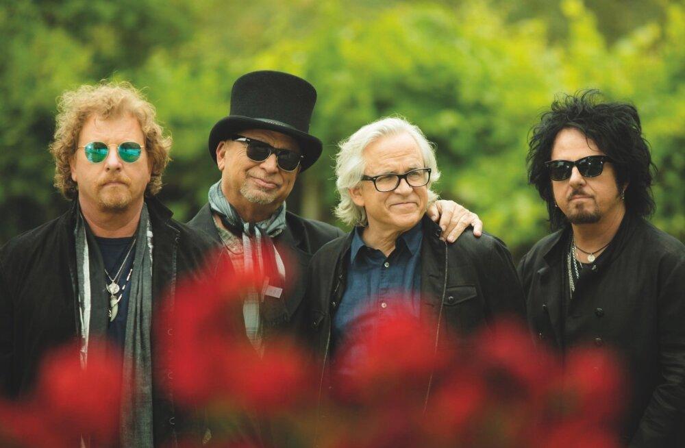 """Peale igihaljaste hittide nagu """"Africa"""" peab Joseph Williams üheks Toto püsimajäämise põhjuseks bändi üksmeelsust. Fotol vasakult: Joseph Williams, David Paich, Steve Porcaro ja Steve Lukather."""