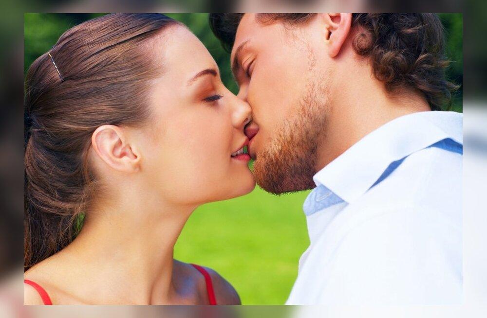 Как правильно целоваться в засос в видео инструкциях