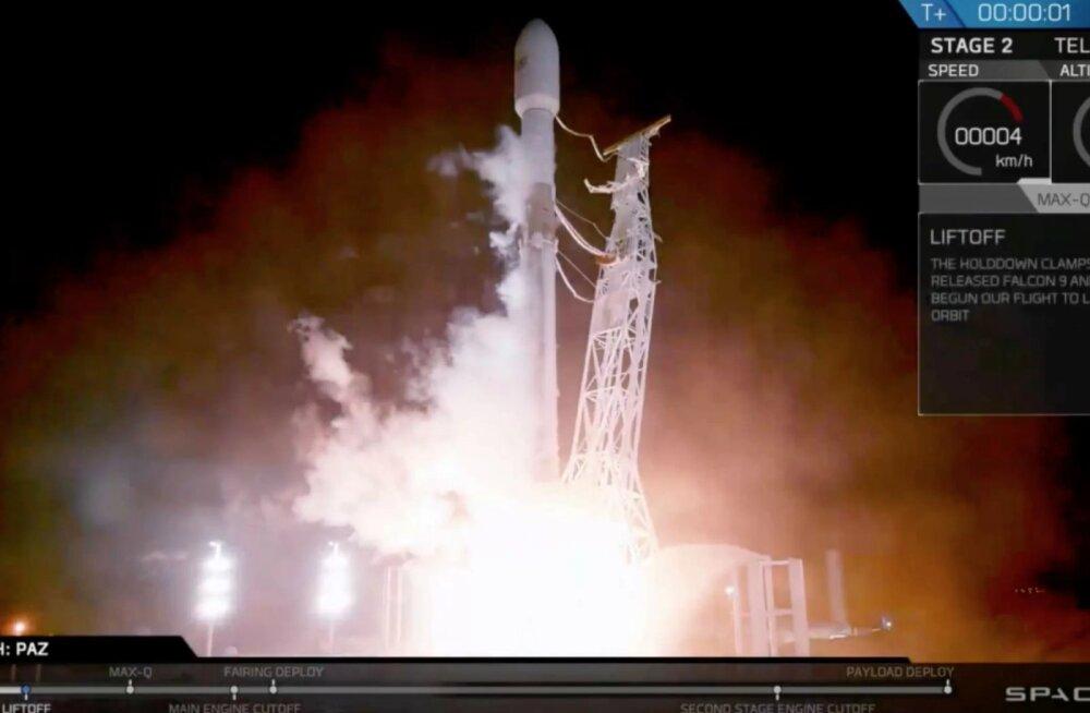 SpaceX lennutas kosmosesse Hispaania satelliidi, koos sellega oli lastiks veel kaks põnevat objekti