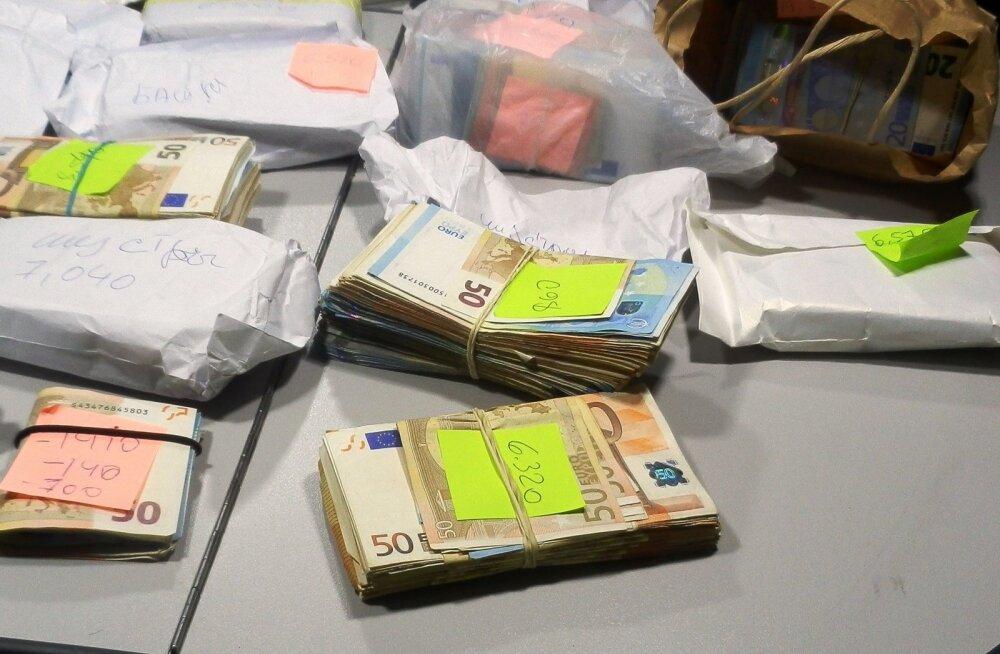 ФОТО: В задержанном в Германии автомобиле эстонского мужчины на заднем сидении валялось 170 000 евро