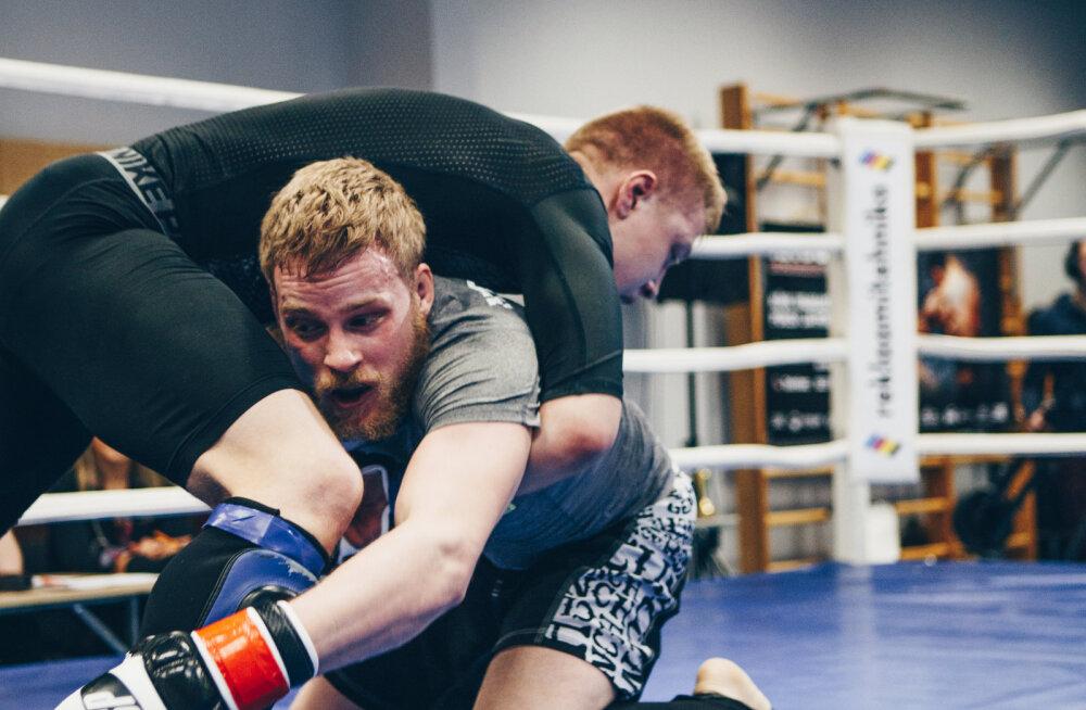 Eesti MMA-võitleja Kaupo Kokamägi jätkab EMil võidukursil: medal käes!