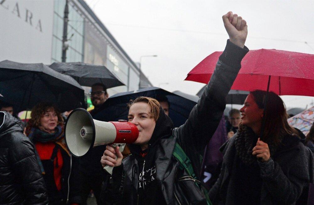 Selle aasta 3. oktoobril tähistasid Poola naised aasta möödumist mullu oktoobris toimunud laiaulatuslikust naiste protestimarsist.