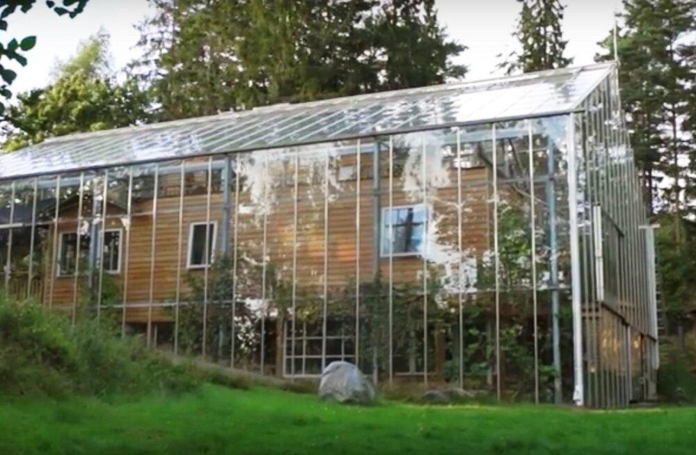 VIDEO | Majale kasvuhoone ümber ehitanud pere naudib ka sügisel suvesoojust