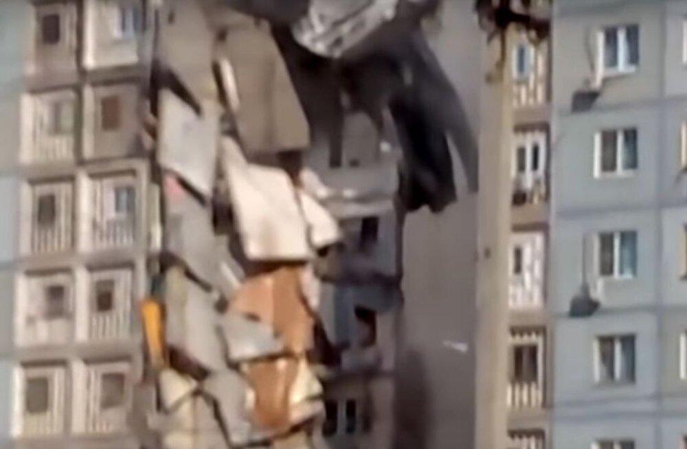 Need 10 hoonet kukkusid kokku nagu kaardimajad