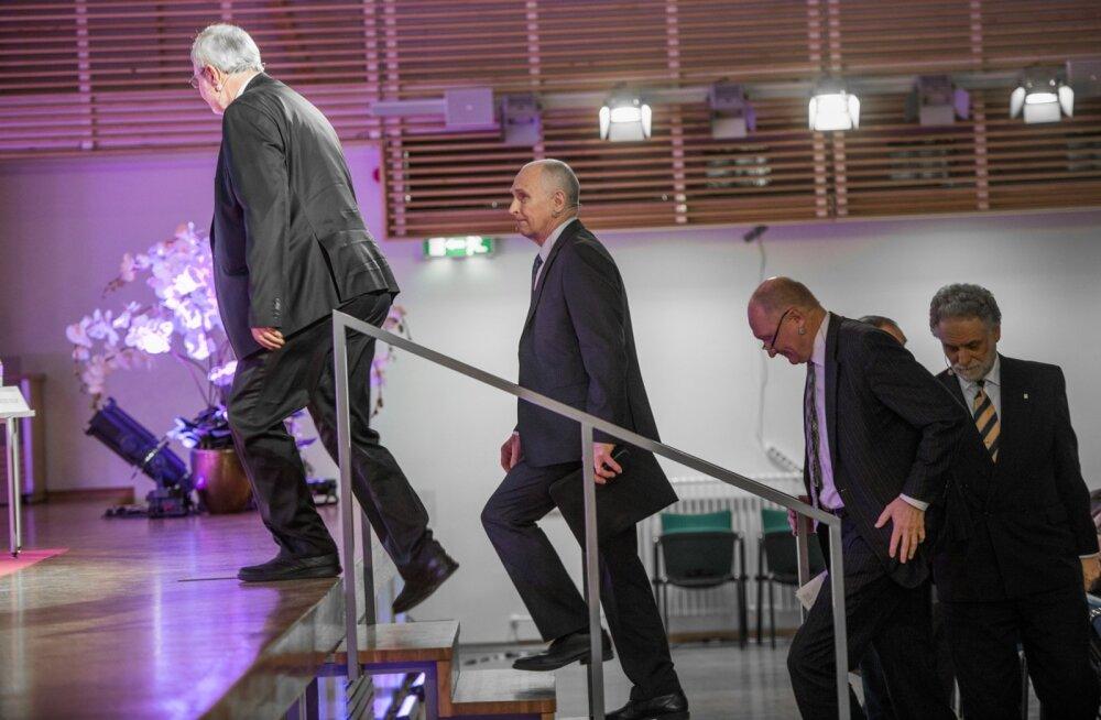 Neli TTÜ rektori kandidaati. Neist üks, Jaak Aaviksoo (fotol kolmas) on tekitanud märgatavat vastuseisu. Aaviksoo suhtub kriitikasse rahulikult.