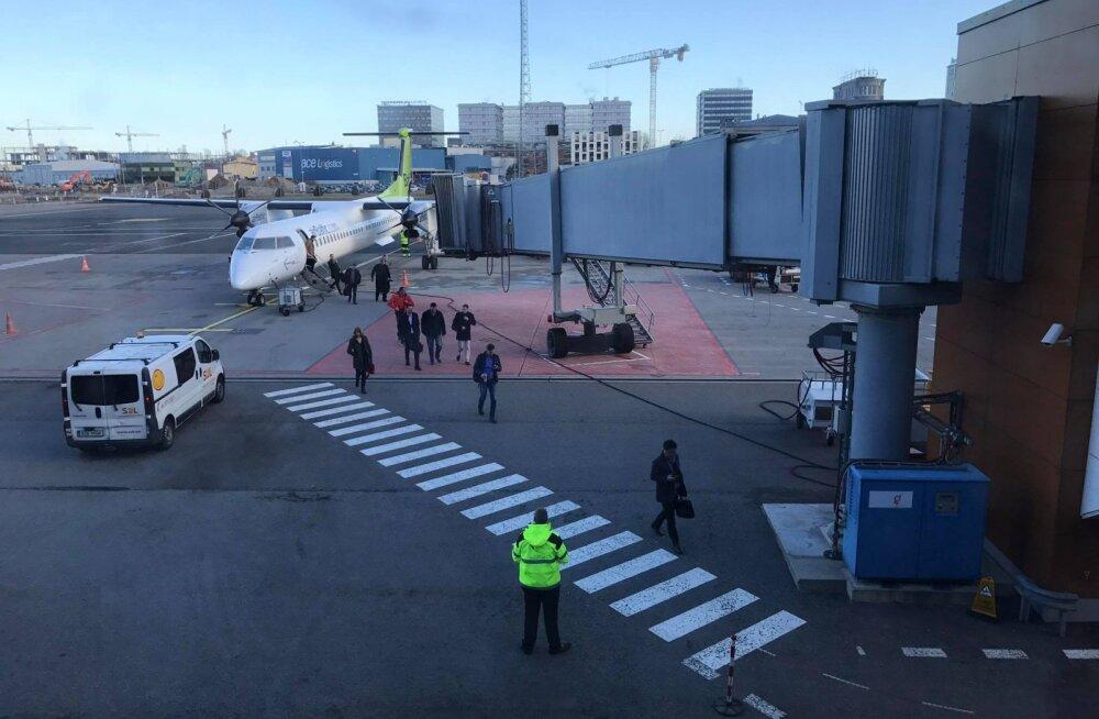 Lennujaam annab ammendava vastuse: miks mõned lennufirmad ei kasuta otse terminalist lennukile viivat tõstuksilda?