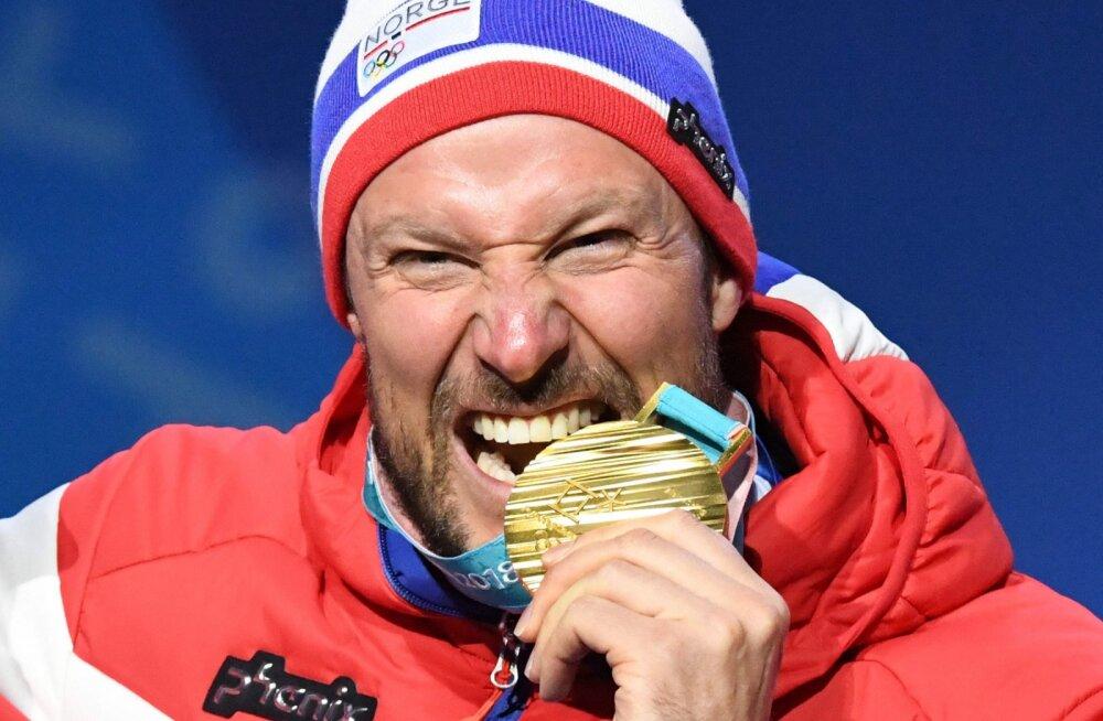 Miks olümpiavõitjad piltidel medaleid hammustavad?