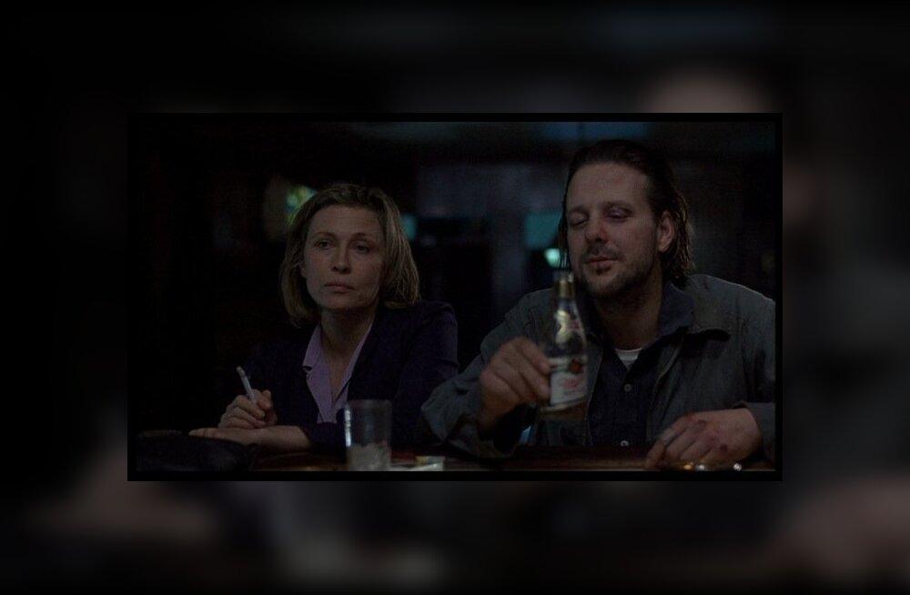 """""""Baarikärbes"""". Faye Dunaway mõjus ebastabiilset alkohoolikut mängides Mickey Rourke'ist ehedamana."""