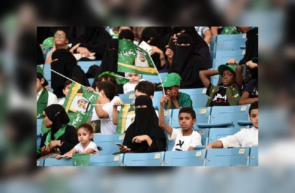 Женщин в Саудовской Аравии пустят на футбольные матчи