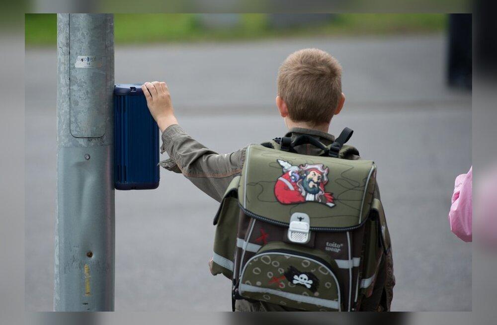 Lugejad: 7aastane saab vabalt ise koolist koju, milleks teda käe otsas tassida!