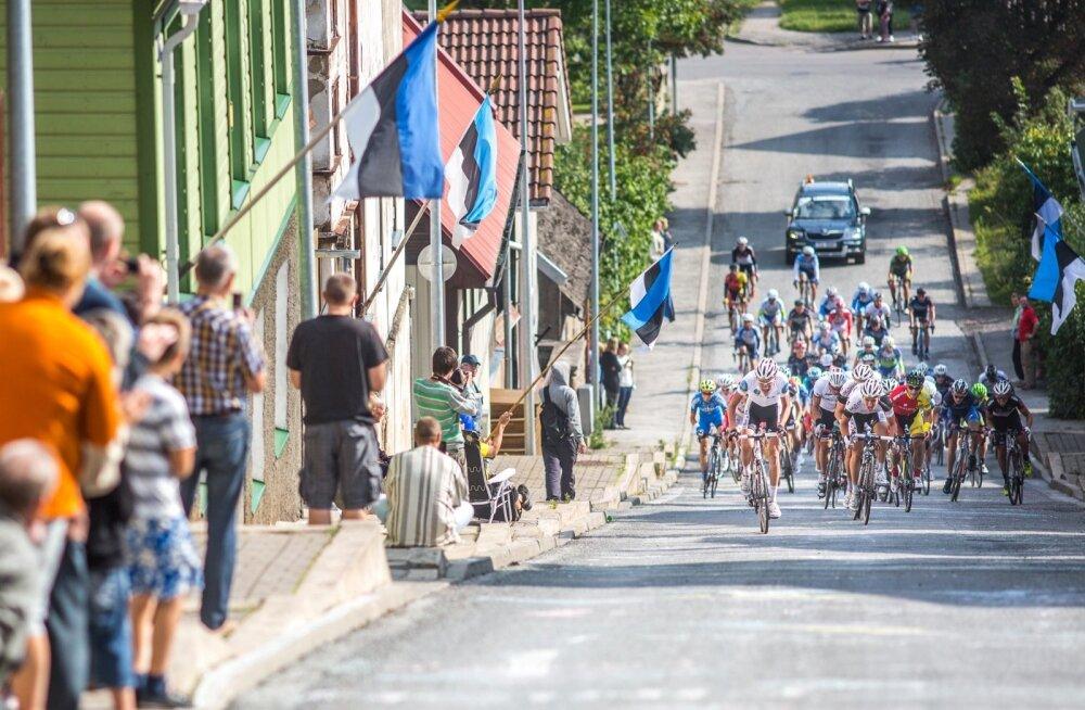 Balti Keti velotuur läbimas Viljandit