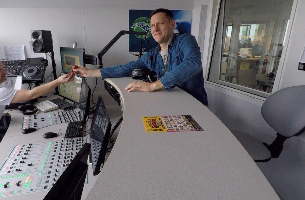 Jan Uuspõllul ja Indrek Ditmannil on imekspandavalt hea klapp – nende tegelaskujud sünnivad improviseerides otse stuudios.