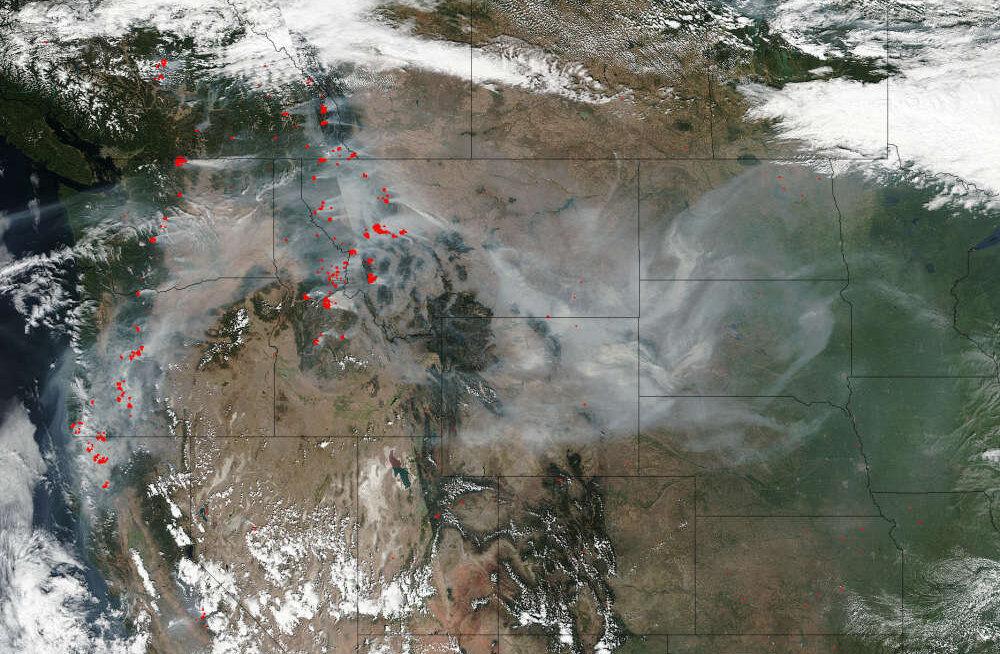 NASA satelliidifotod kinnitavad: Los Angelese kandis möllavad tulekahjud on ajaloo suurimad