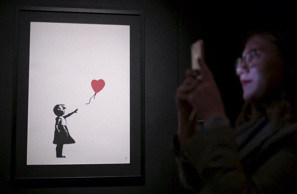 Katastroof! Tänavakunstnik Banksy maal müüdi oksjonil miljoni naela eest, kuid kunstiteos muutus vaid sekunditega tükkideks