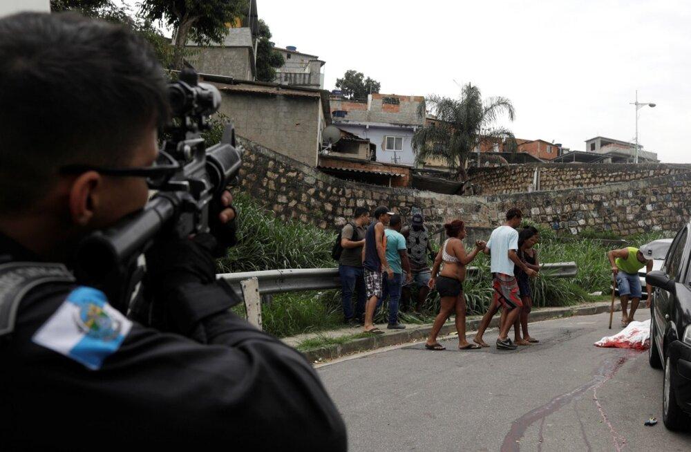 Esmaspäeval Rio de Janeiro slummis toimunud haarangus sai surma 17-aastane nooruk. Sel korral põhjustas surma politsei kuul.