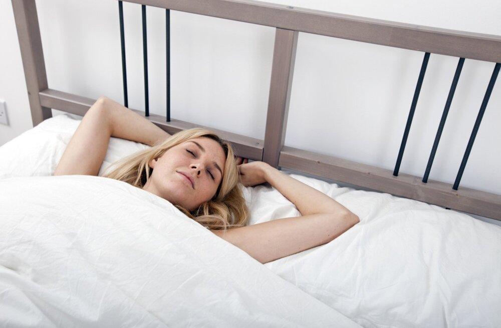 В какой позе надо спать, чтобы лучше высыпаться?