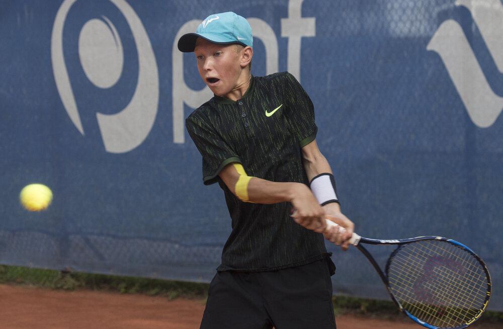 Noor Eesti tennisist võitis rahvusvahelisel turniiril nii üksik- kui paarismängu