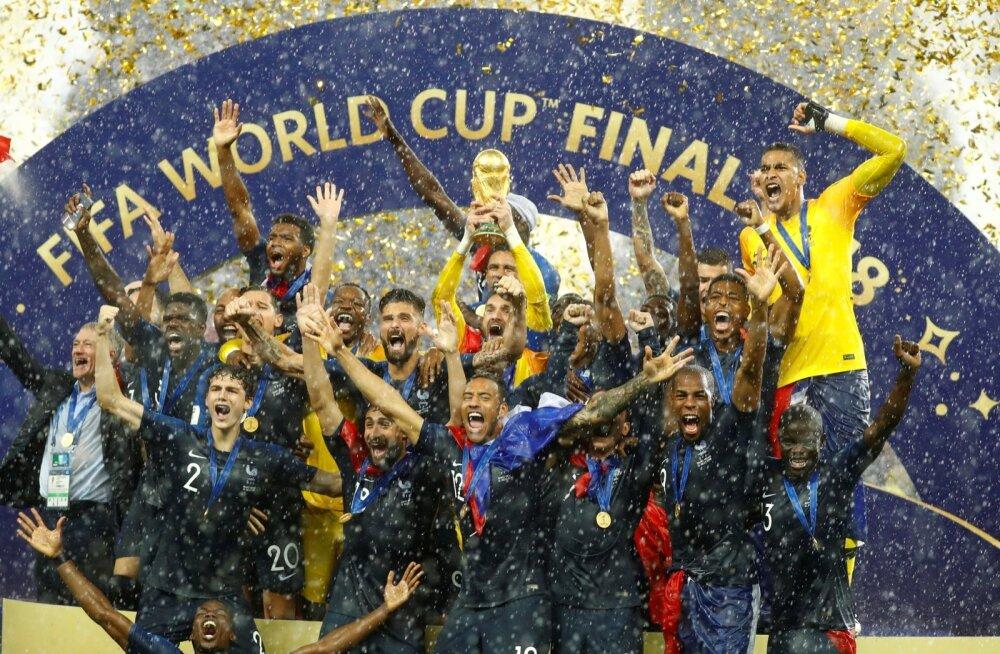 Prantsusmaa võitis teise MM-tiitli. Karikas on kapten Hugo Llorisi käes.