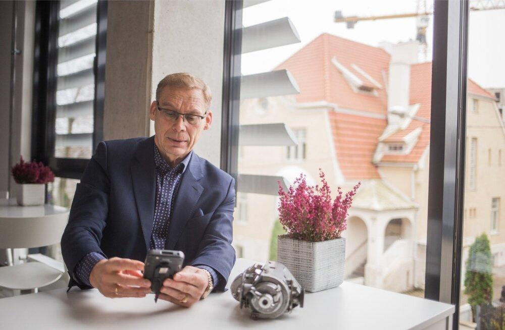 Hugo Osula Turnit OÜ kontoris tänapäevaste ja vanemate tehnoloogiliste lahendustega.