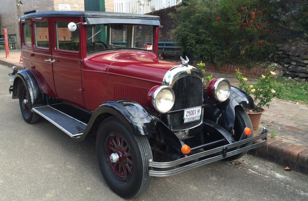 """Chrysler Model 52 reklaamiti nii: meie uue auto """"karosserii"""" on nõnda elegantne, et igaüks möödasõitvale Chryslerile järele vaatab!"""