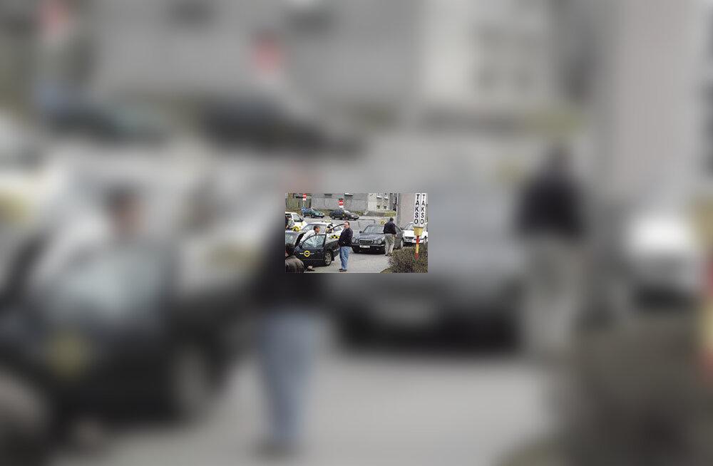 Tallinna taksod saavad spetsiaalse numbrimärgi