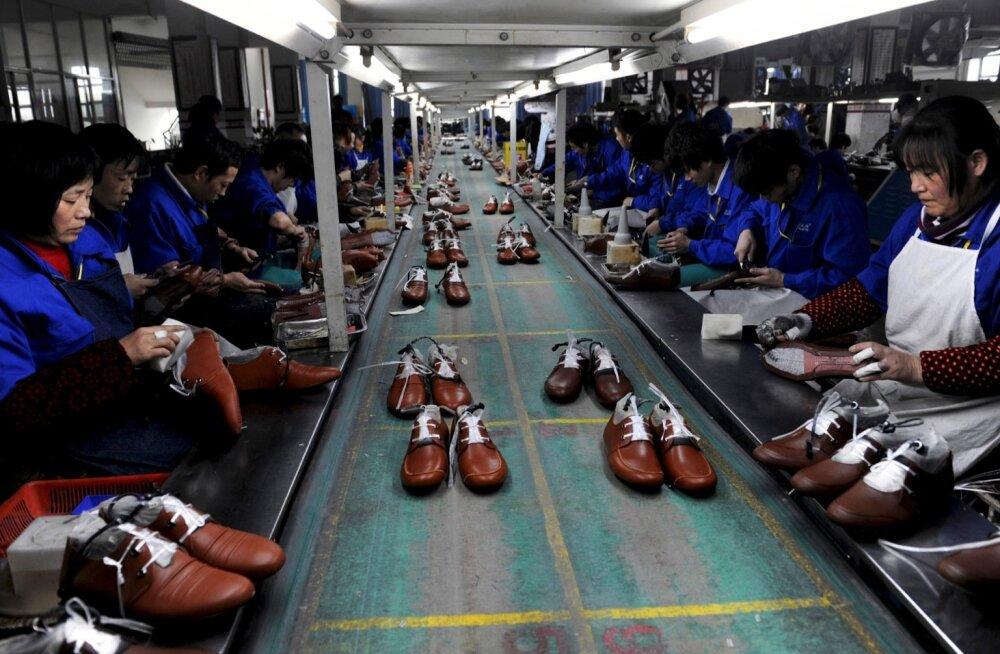 Jalatsivabriku töötajad Hiinas.