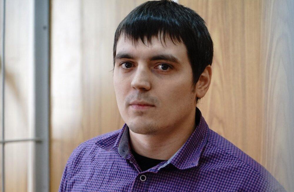 Журналиста РБК приговорили к 3,5 года колонии по делу об экстремизме