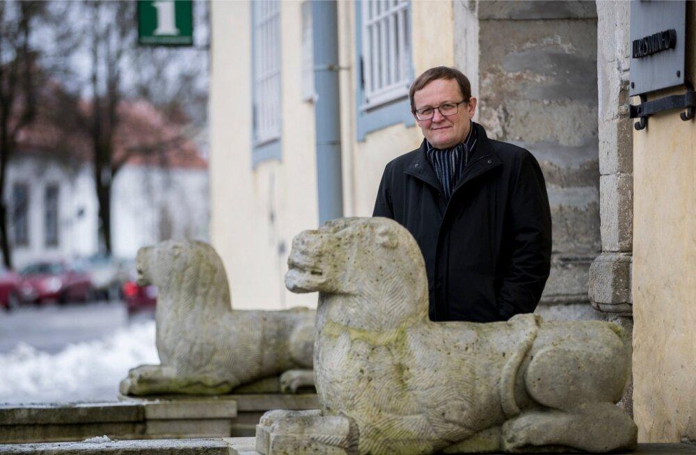 Kuressaare raekotta on Alo Heinsalul ikka aeg-ajalt asja, sest seal on volikogu esimehe kabinet.
