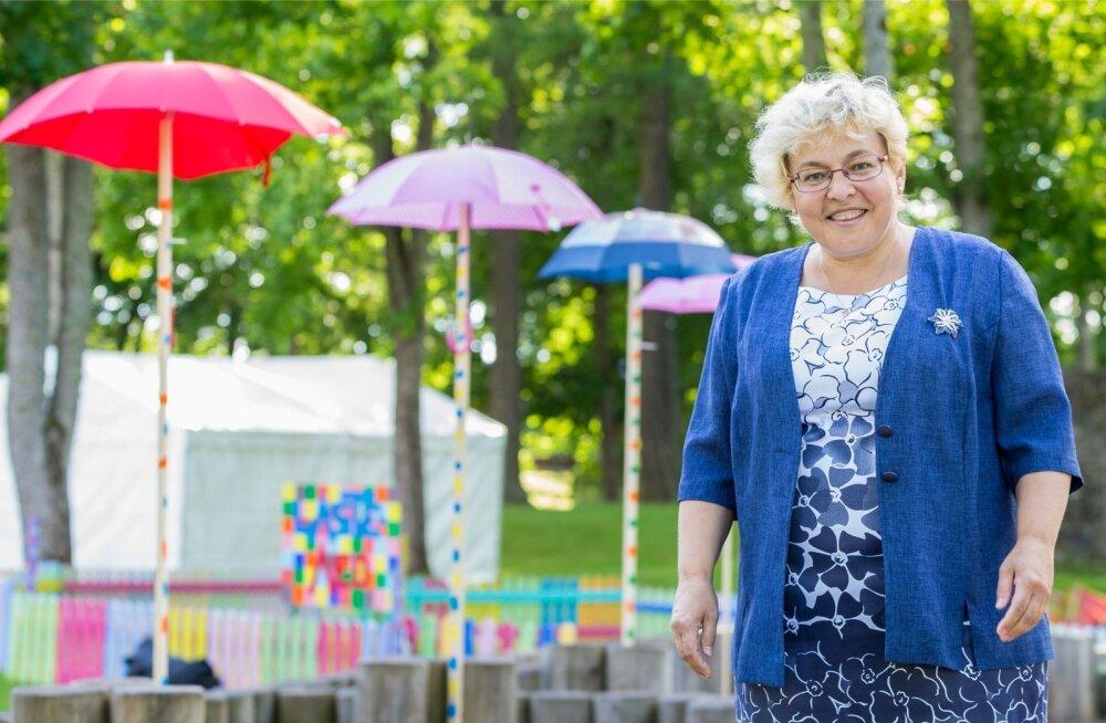 Paide õpetaja Siiri Sitska aitab oma õpilastel arvamusfestivali korraldada ja nende jaoks olulistele küsimustele vastuseid leida.